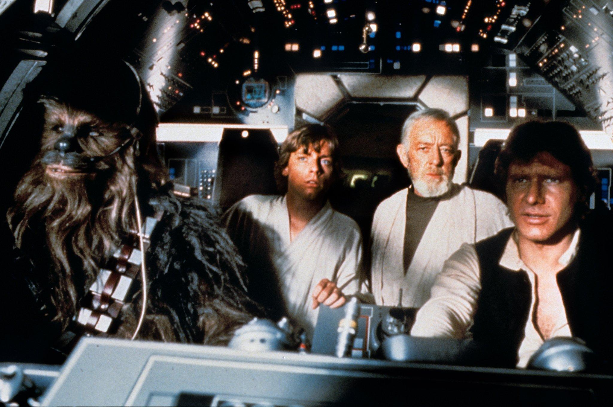 Star Wars Episode IV Millennium Falcon Dados de oro